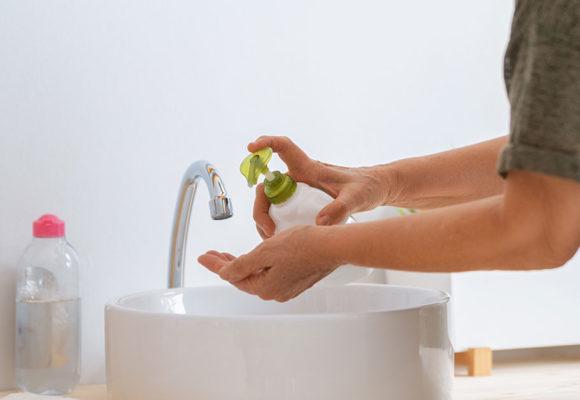 O simples ato de lavar as mãos corretamente é capaz de prevenir vários problemas de saúde